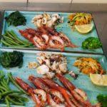 Gambero rosso e calamari alla griglia con verdure cotte al vapore