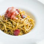 Spaghetti con cozze, pomodoro secco e crema di pistacchio